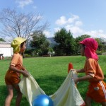 うさぎさんと仲良くボール運びゲームです。
